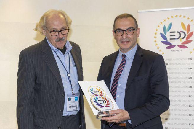 De g à d, Le représentant de l'EDP Association et Nicolas Venance, responsable communication de MGI