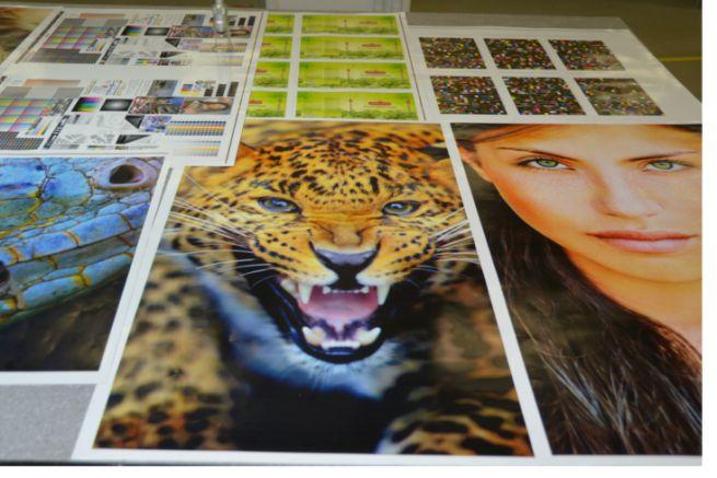 Exemples d'impression nanographique au format B1 (750 x 1050 mm) de la presse Landa S10.