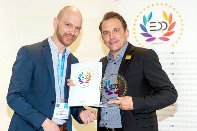 Jarkko Hakola d'EDP (à gauche) et Stefan Steinle, responsable régional des ventes chez Kodak (à droite).