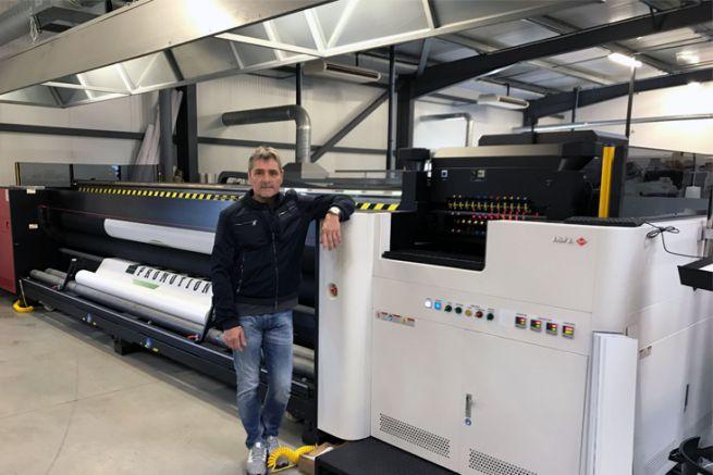 Jean-Michel Rouleau, le dirigeant de l'imprimerie ABSR, et l'Anapurna 5200 d'Agfa