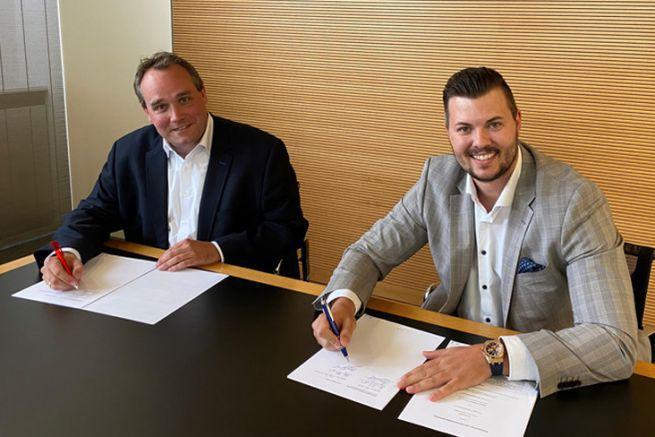 Hanns Martin Kaiser de Siegwerk, et Jens Frings, directeur des ventes de Varcotec.