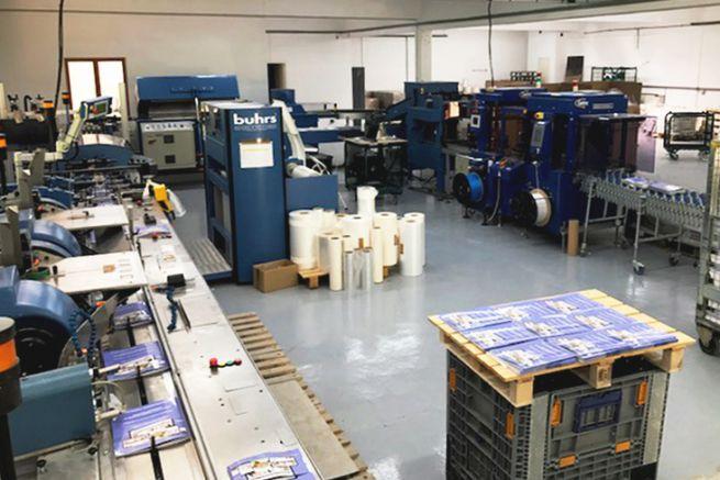 Machine de routage et mise sous film Burhs B3000 à l'imprimerie Trulli