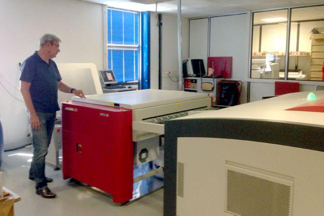 La développeuse de plaques offset et H UV, l'Arkana d'Agfa Graphics chez l'imprimeur Nord'Imprim.