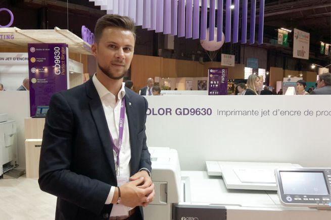 Florian Le Roux, ingénieur d'affaires de Riso, et la ComColor GD9630 au salon Graphitec 2017.