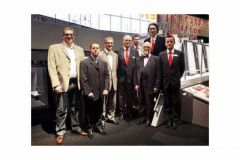 les représentants de l'Imprimerie Monsoise avec Bernard Schreier, CEO de Heidelberg et l'équipe Heidelberg France