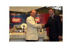 Georges Lux, directeur de Formvil Lux (à g.) et Alain Hénon, sales executive de GBC France.