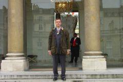 Franck Surowiec, conducteur offset MOF, devant le palais de l'Élysée
