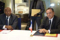 Pacôme Moubelet Boubeya, ministre de l'Intérieur du Gabon, et Didier Trutt, PDG de l'Imprimerie Nationale