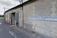 L'usine à papier charentaise est située au bord de la rivière La Touvre.