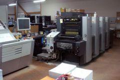 Bureau 2000, fondée en 1985 par Gabriel et Monique Fraisse, mari et femme, a une nouvelle 4 couleurs d'Heidelberg.
