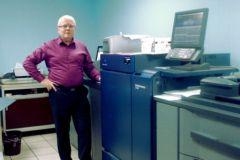 Gabriel Fraisse, co-directeur de l'imprimerie Bureau 2000, a reçu cette Minolta C1100 business hub il y a quatre mois.