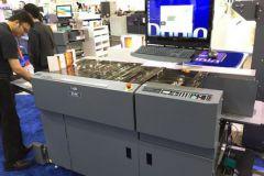 Le système multi-finition DC-746 intégre des outils de micro-perforation séquentiels et programmables