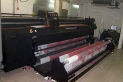 Cette machine d'impression numérique textile Teleios Grande G5 de d.gen a une laize de 3,3 mètres.