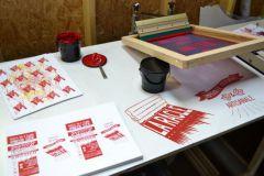 L'imprimerie associative et artisanale La Racle (72) est spécialisée dans la sérigraphie.