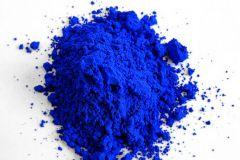 Le pigment YInMn se présente sous la forme d'une poudre.