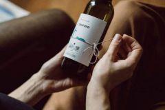 Librottiglia propose un packaging mêlant plaisir du vin et de la littérature.