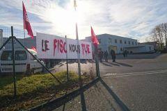Ce matin, les employés se sont rassemblés devant le site de l'imprimeur-routeur de Limoges, soutenant leur patron.