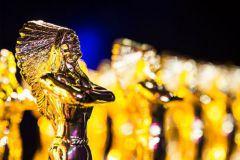 Les gagnants or du concours de MPV remportent une statuette dorée.