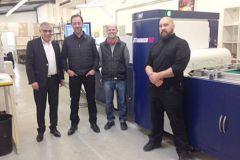 Alexis Alvarez (au centre à gauche) et David Boisson (au centre à droite), co-directeurs de l'imprimerie Imp'act.