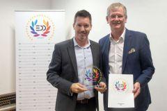 Adriano Gut, chef de produits de swissQprint et Michael Seidl, éditeur membre de l'association EDP.