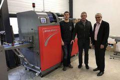 Florian Vigne, gérant des Éditions du Fournel, Patrick Vigne, le fondateur, et M. Dahan de MGI Digital Technology.