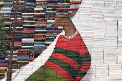 Une sculpture de livres de l'artiste Mike Stilkey