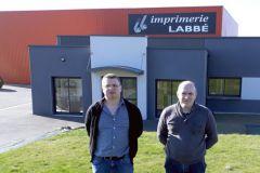 Michaël Gallais (à droite), le nouveau propriétaire de l'Imprimerie Labbé, et Hervé Charles, son associé.