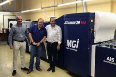Avi Noiman, au centre avec, à sa gauche, Victor Abergel, directeur général de MGI.