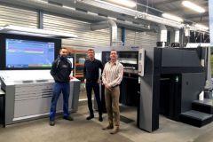 De G. à D., Mathieu Chamblas, conducteur offset, Vincent et Olivier Reboul, les dirigeants de l'imprimerie du même nom.