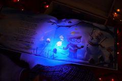 Un livre pour enfant innovant grâce à l'encre invisible