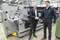 Jan Franz Allerkamp, directeur général d'Actega Metal Print, et Matt Burton, directeur des ventes d'ABG.