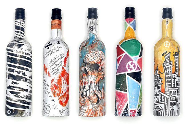 Oeuvres d'art en bouteilles recyclées