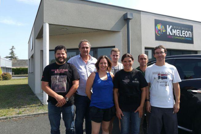 Une partie des salariés de l'imprimerie Kmeleon avec leurs nouveaux collègues d'Ignis Communication.